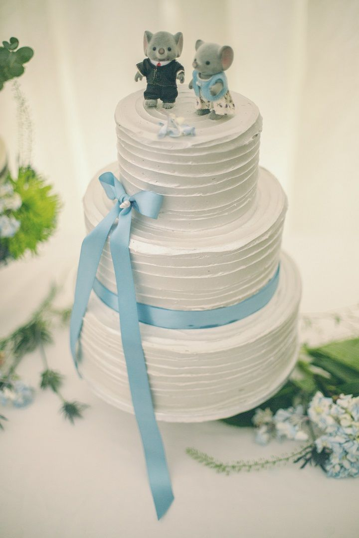 Pantone's Lapis Blue | Three Tier Wedding Cake | fabmood.com #wedding #pantone2017 #lapisblue