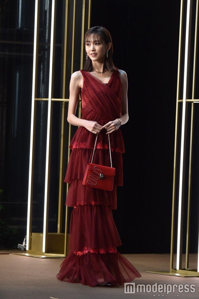 (画像13/42)桐谷美玲、真っ赤なドレスでデコルテあらわ「いつもよりドレッシー」
