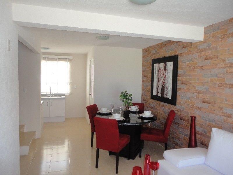 Ofrezco casa de dos niveles con estancia comedor cocina for Recamaras y comedores