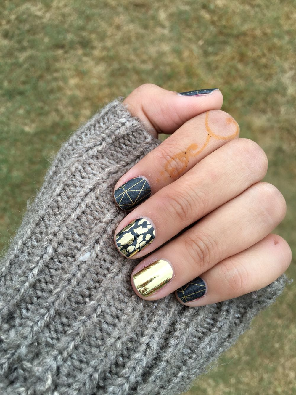 Ready for the cold weather? Here\'s the perfect Fall manicure ...