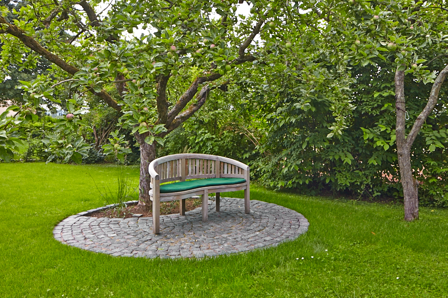 Sitzplatz Malusdomestica Apfelbaum Blaubasaltpflaster Gartendesign Garten Garten Design Garten Landschaftsbau