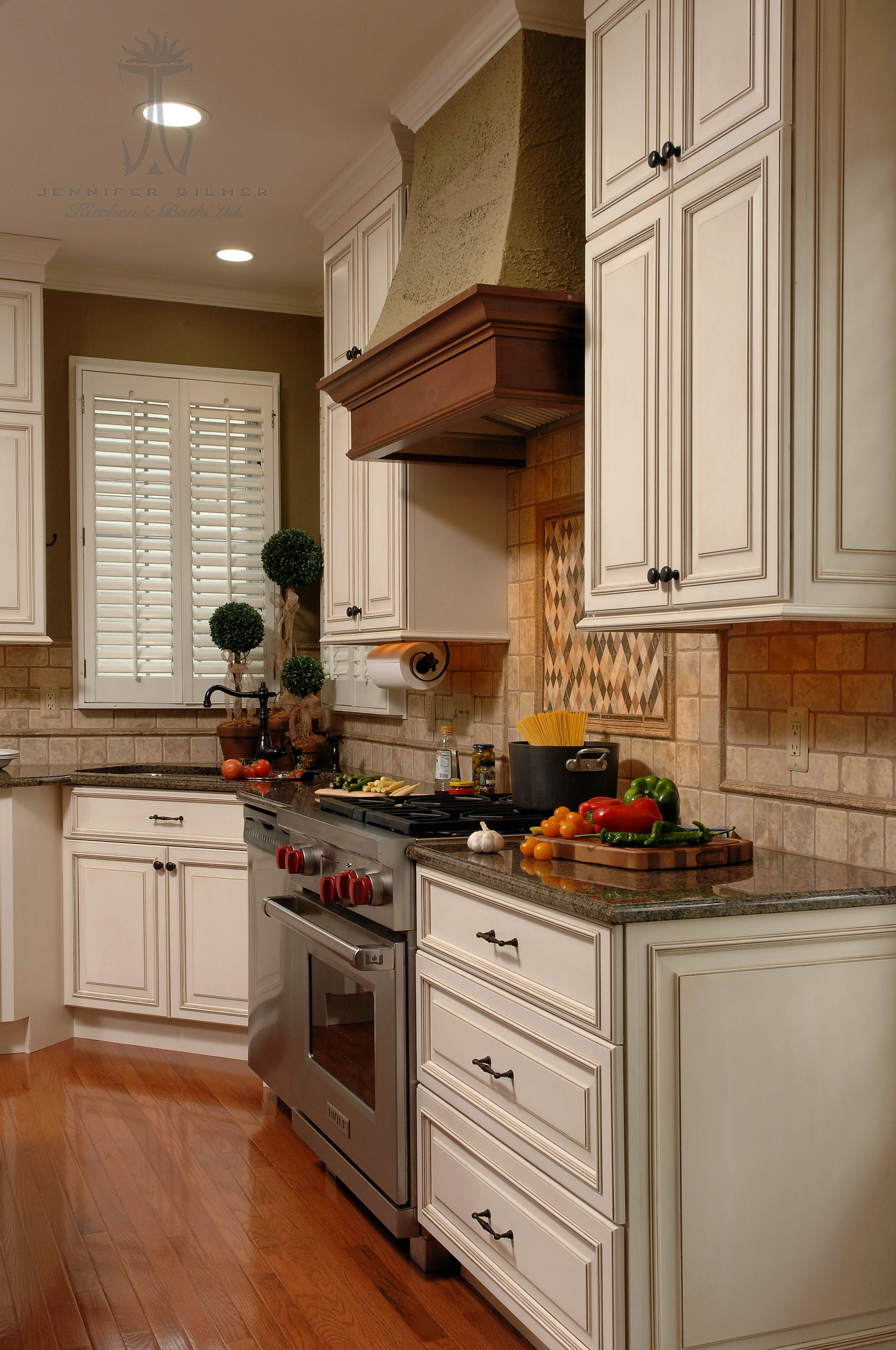 Kitchen design by #JenniferGilmer of Jennifer Gilmer ...