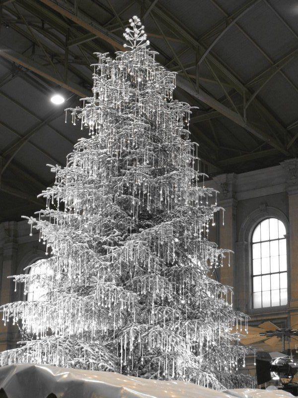 crystal christmas tree   Swarovski Crystal Christmas Tree This display really knocks your eyes ...
