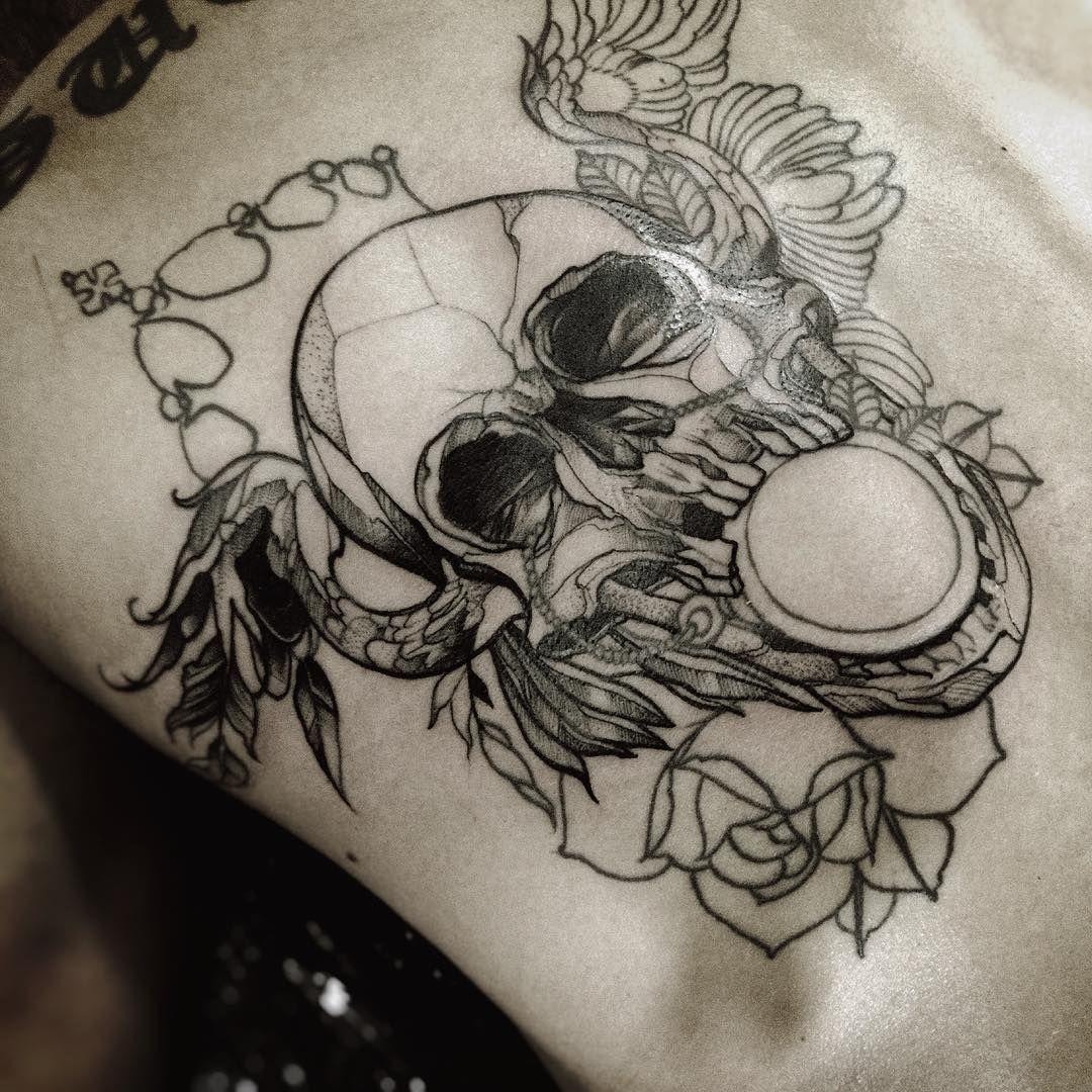 """""""Essa Tattoo tem mais ou menos uns 3 anos que fiz num broder.  Ainda só nos traços, foi possível deixar ela com um acabamento bem diferem do projeto…"""""""