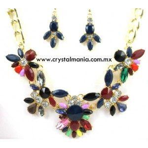 Set de collar y aretes en tono dorado con cristales y detalles en diferentes tonos estilo 30503