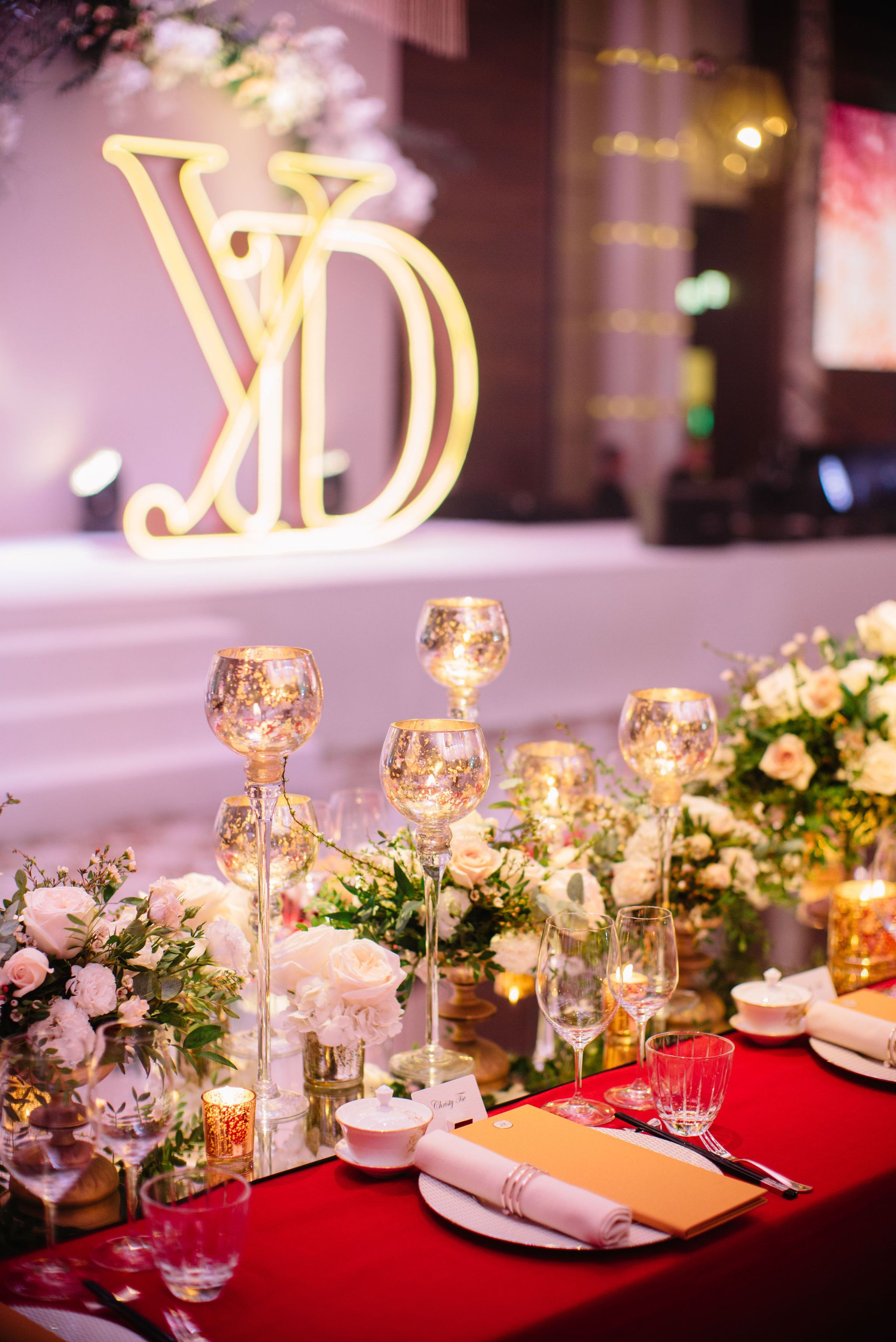 Really Miss This Long Head Table With 24 Seats In The Wedding Banquet Last Year In 2020 Wedding Decorations Wedding Wedding Stylist
