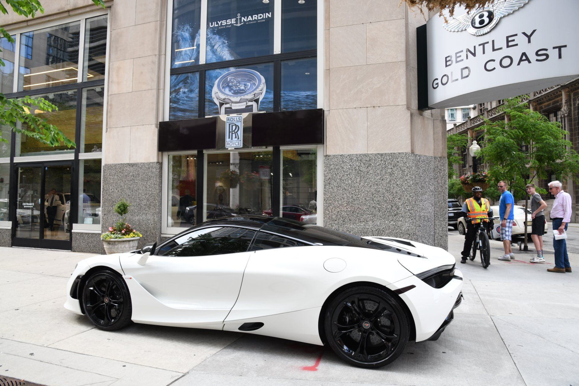 Used 2018 Mclaren 720s Chicago Il With Images Luxury Car Dealership Car Dealership Mclaren