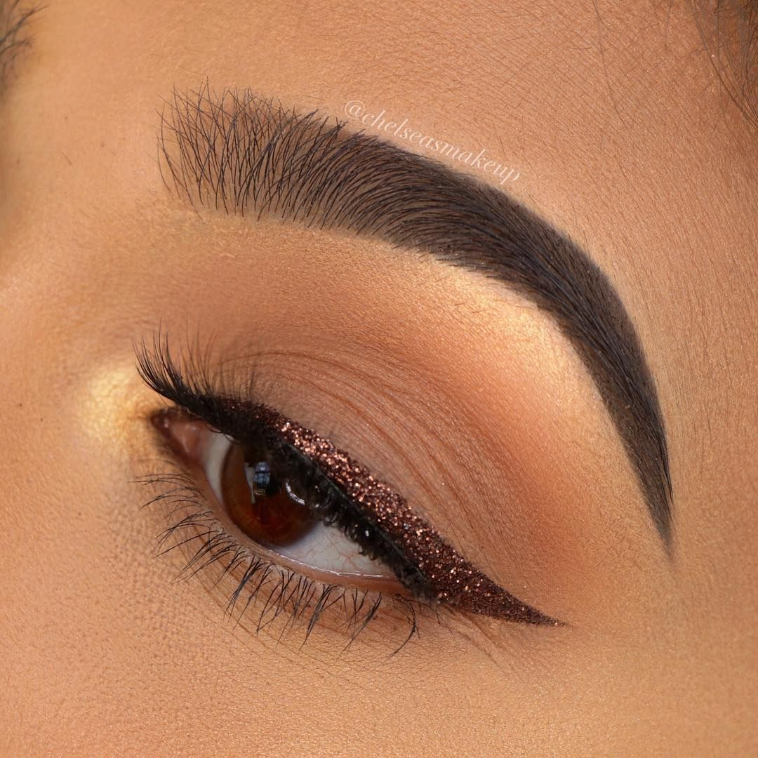Gorgeous eye makeup ideas - Natural eye makeup with glitter Liner #eyemakeup makeup ideas ,