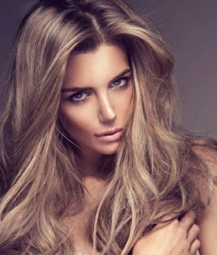 Couleur De Cheveux Blond Cendre Photo
