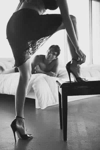High Heels   Auch Nach Einer Heißen Nacht Noch Immer Verführerisch #high # Heels #highheels #sexy #hot #woman #girl #shoes #man #bett #schlafzimmer  #bed ...