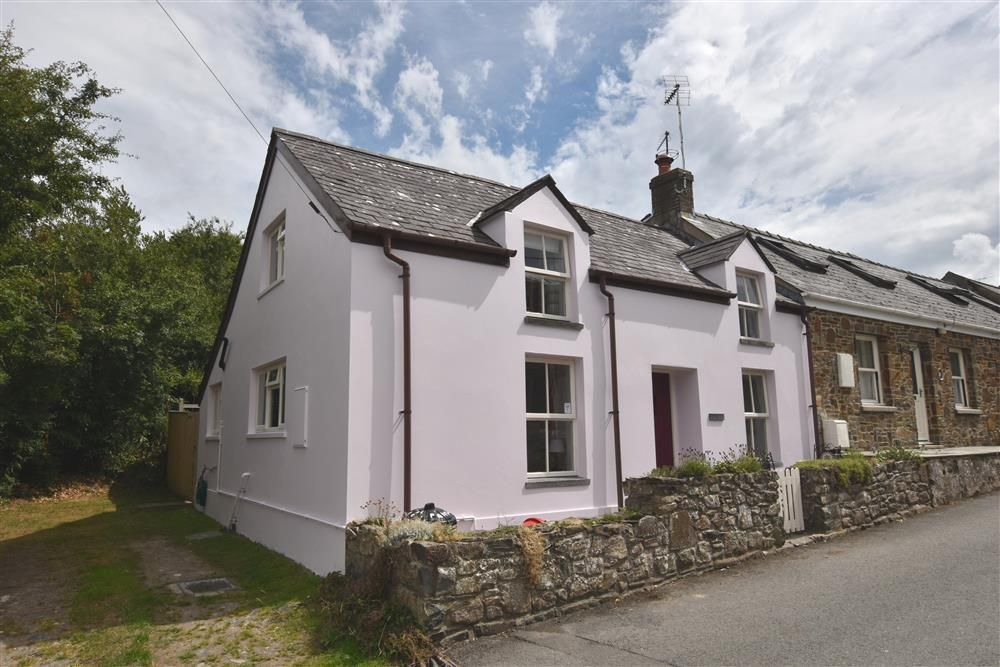 This very comfortable pink washed holiday cottage dates ...