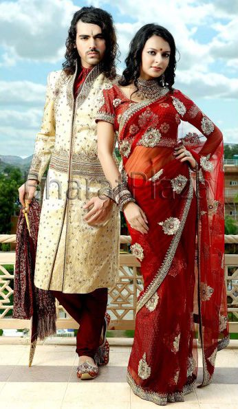 Amazing scarf with trendy brooch and maroon churidar pyjama is looking exclusive. Check it out -> http://bit.ly/Wedding_Combos