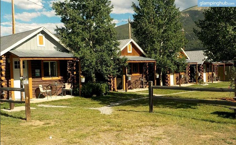Quaint Log Cabin Rentals Situated In The Glorious Colorado Rockies Log Cabin Rentals Colorado Vacation Twin Lakes Colorado