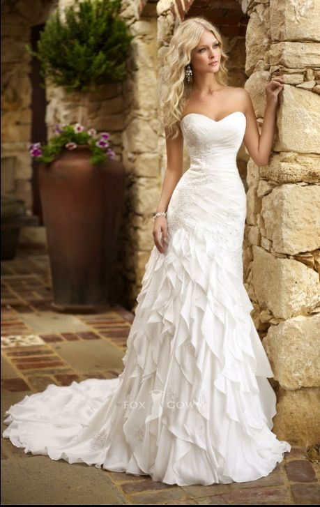 i love this wedding dress! i hope to use a dress similar to this!