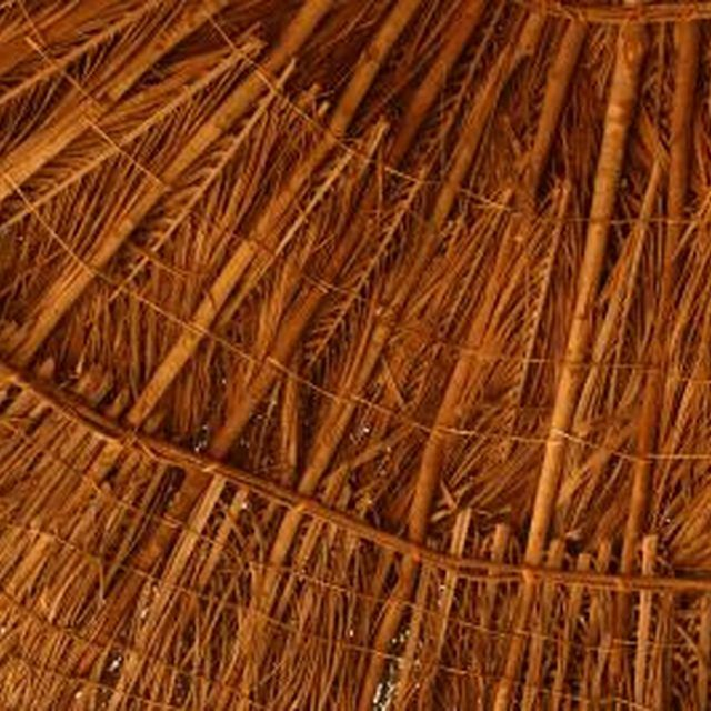 Pomo Made Homes From Dried Grasses Woven Together To Create A Protective Roof And Walls Diy Beach Decor Beach Diy Tiki Hut