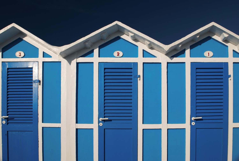 cabines de plage papier peint cabines bleu et blanc escale en bord de mer pinterest. Black Bedroom Furniture Sets. Home Design Ideas