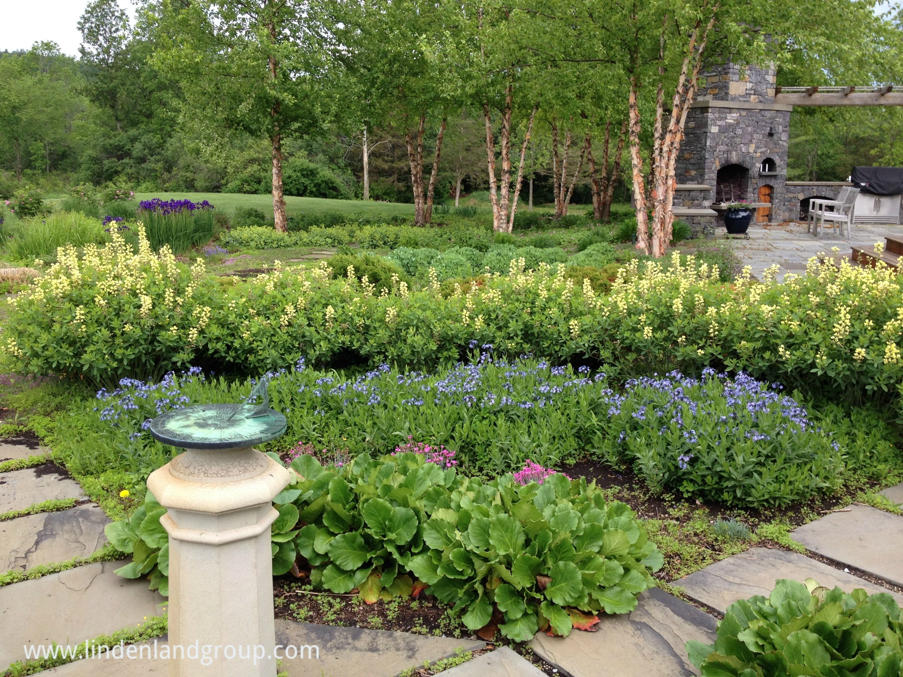 one quarter of a sundial garden with concentric circles of