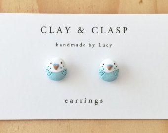 Articoli simili a Dangly Macaron orecchini - gioielli di argilla polimerica a mano bella di Clay & fibbia su Etsy
