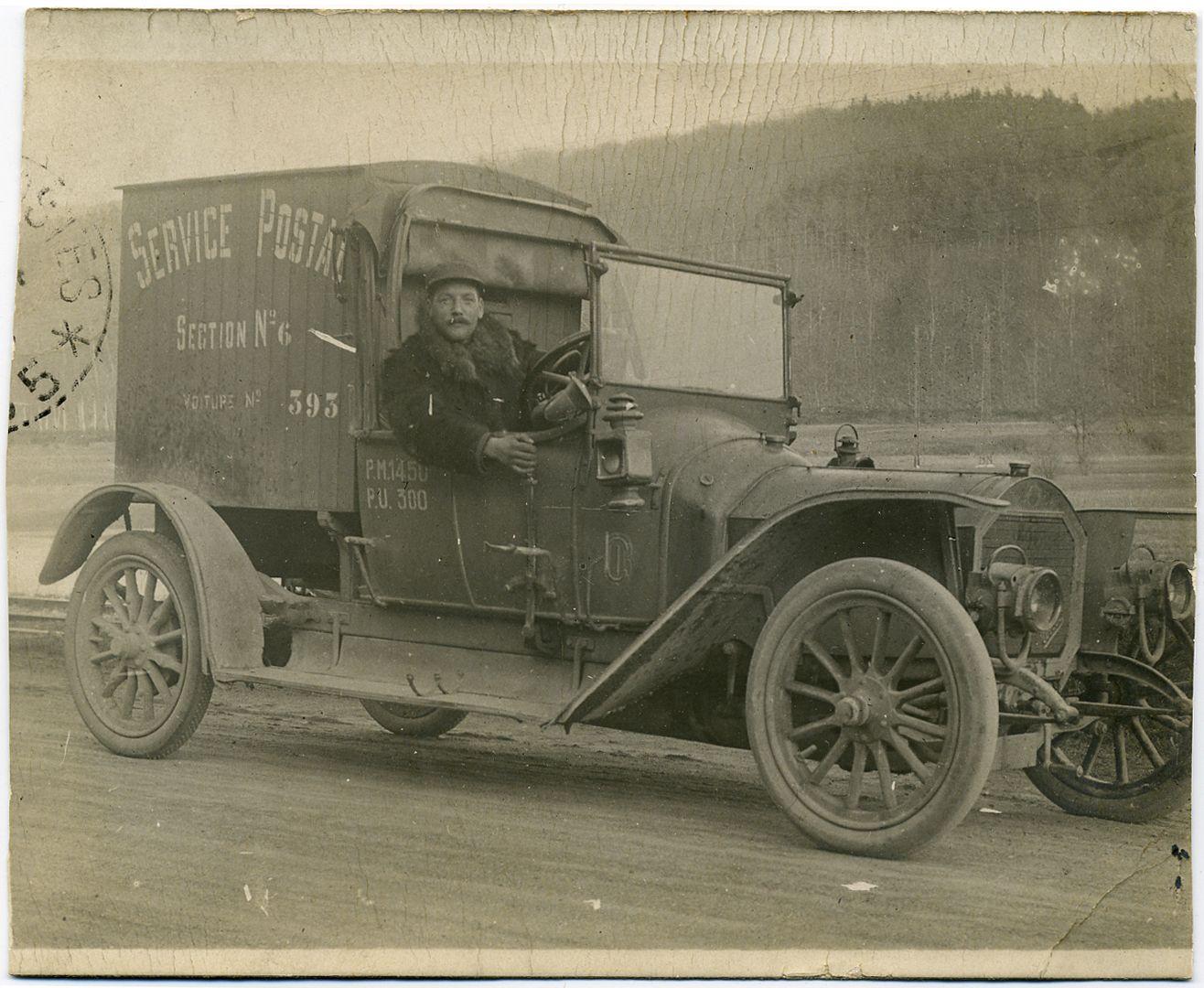 Voiture du service postal Carte postale 1915 © L'Adresse Musée de La Poste / La Poste, DR ...
