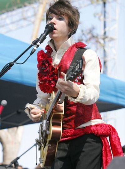 Can we just talk about rose vest Ryan Ross for a second ...