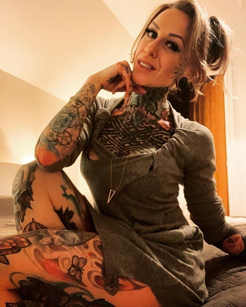 30+ Sexiest Thigh Tattoo Designs For Girls