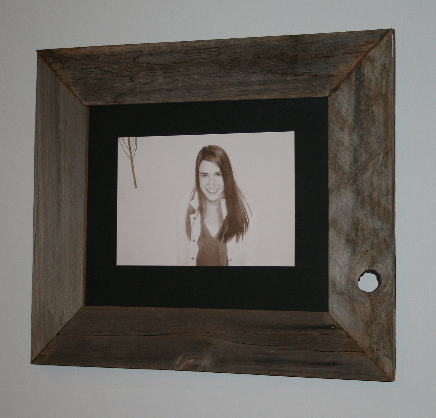 11x14 Authentic Barn Wood Picture Frame 15 00 Via Etsy Barn Wood Picture Frames Barn Wood Picture Frames