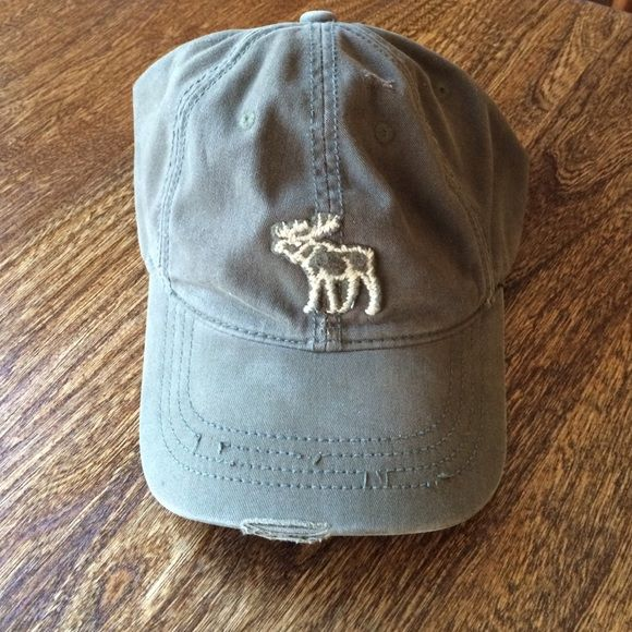 222437b1875 Men s A F Olive Green Fitted Hat (Large) Worn style with tan stitched moose  on front. Hand washed prior to listing. Abercrombie   Fitch Accessories Hats