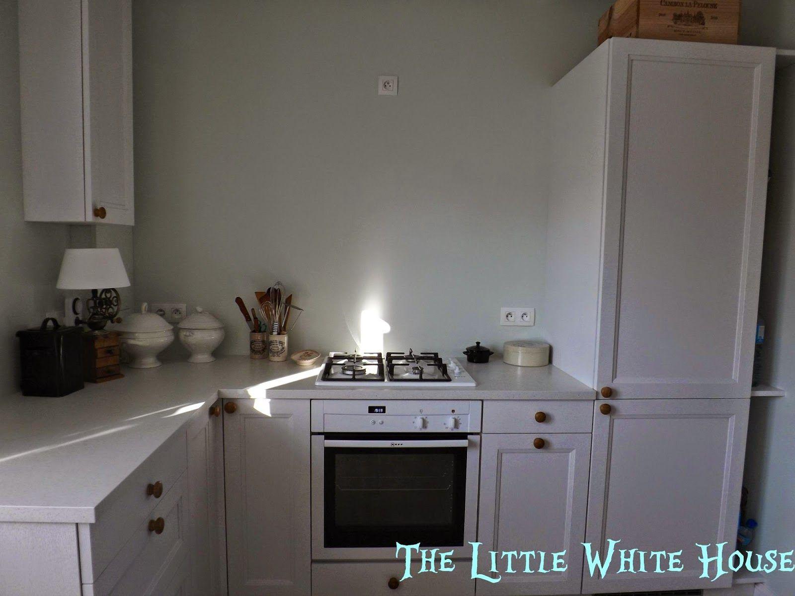 The Little White House On The Seaside Frozen Little White House House Little White