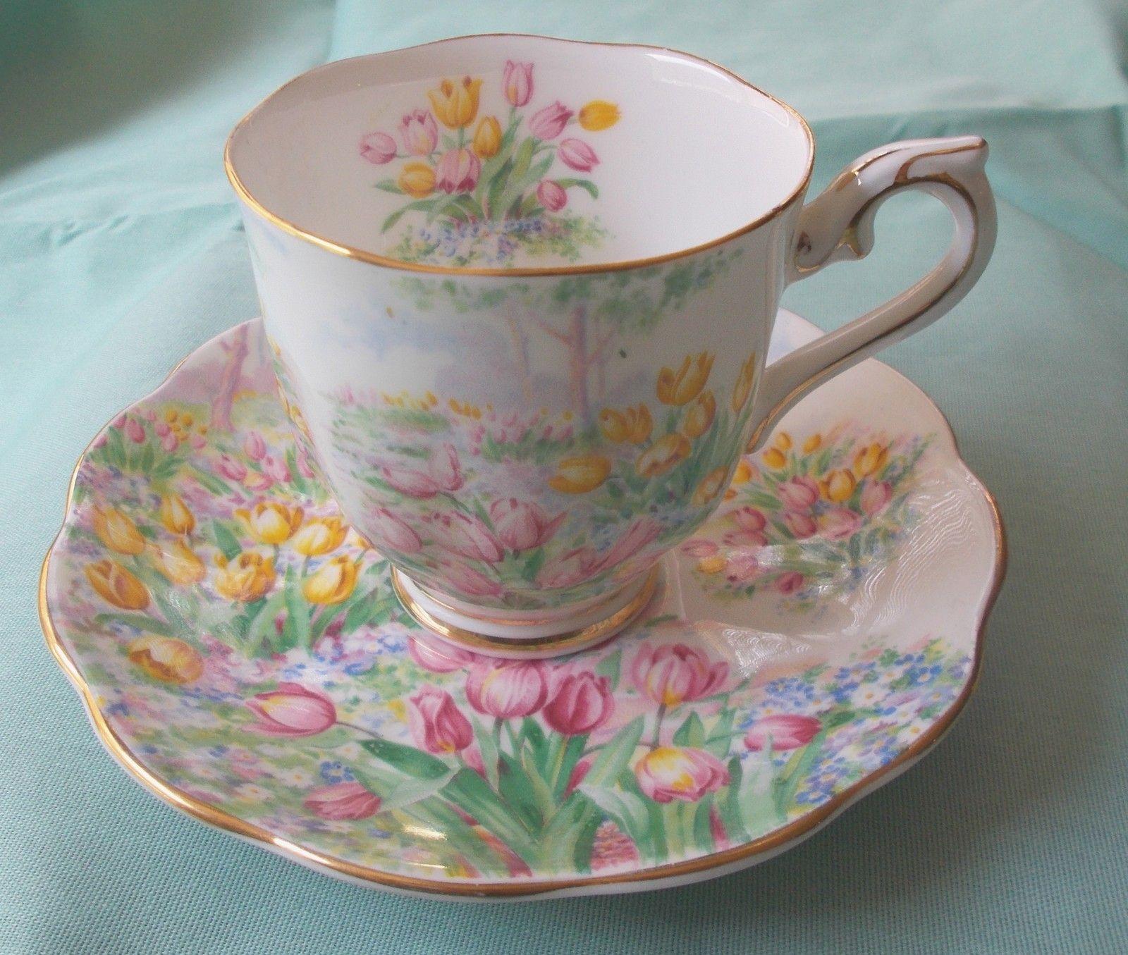 ڿڰۣ(̆̃̃ Aussiegirl China Charm Royal Albert Tulip Tea cups