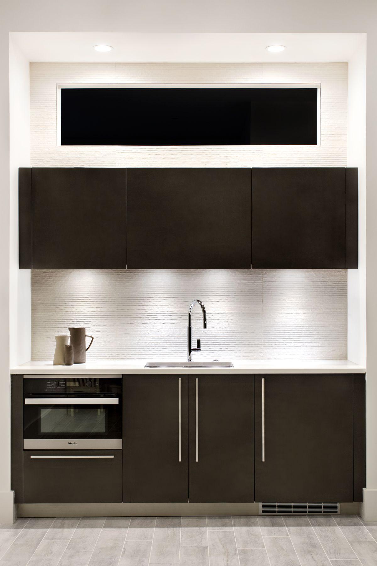 Sophisticated Wet Bar Featuring Snaidero Code Cabinetry Line In Pewter Matrix Location Arlington Virgini Modern Kitchen Design Bold Kitchen Kitchen And Bath