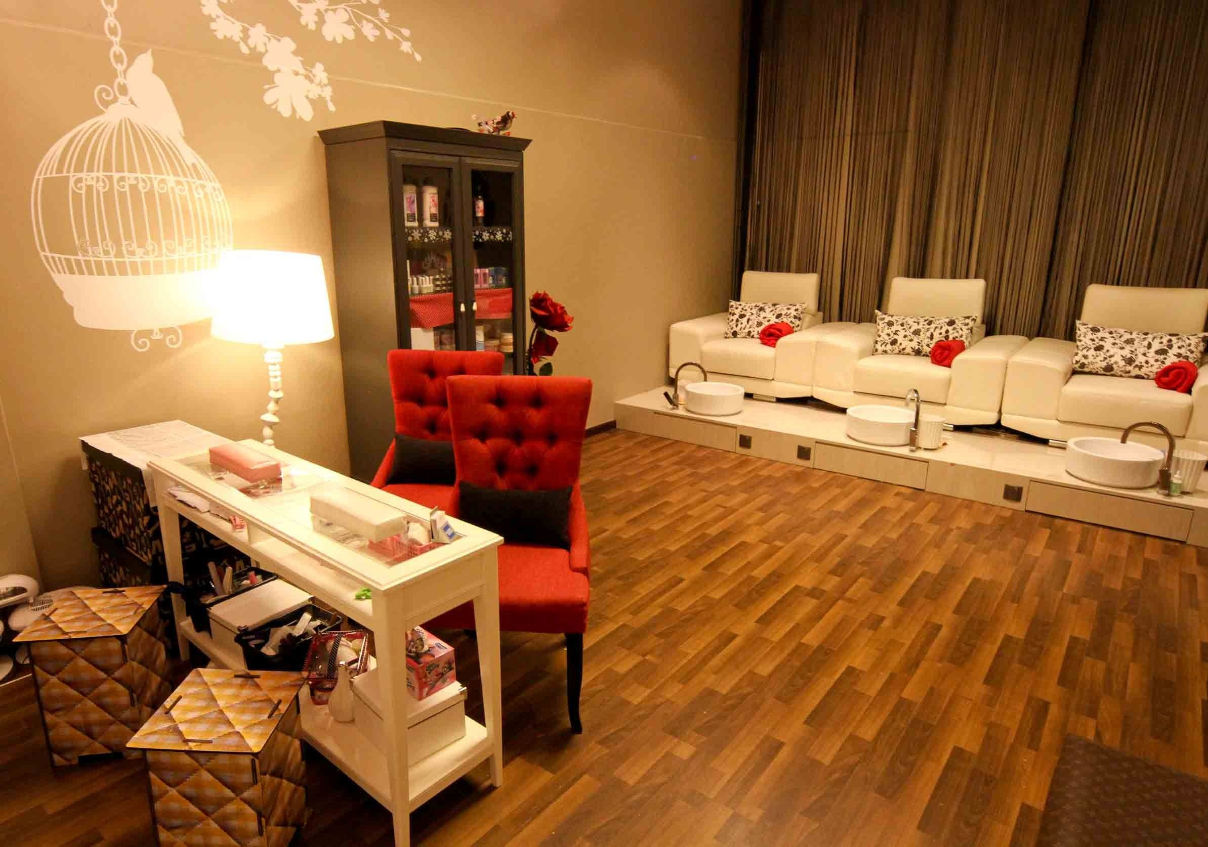 Nail salon decor 23 for classic manicure and pedicure at envy nail lounge - Decoration mural salon ...