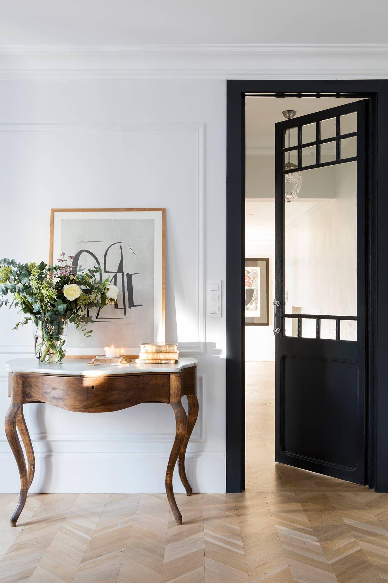 Soluciones Decorativas Para Guardar En El Recibidor Muebles Oscuros Muebles Decoraciones De Casa