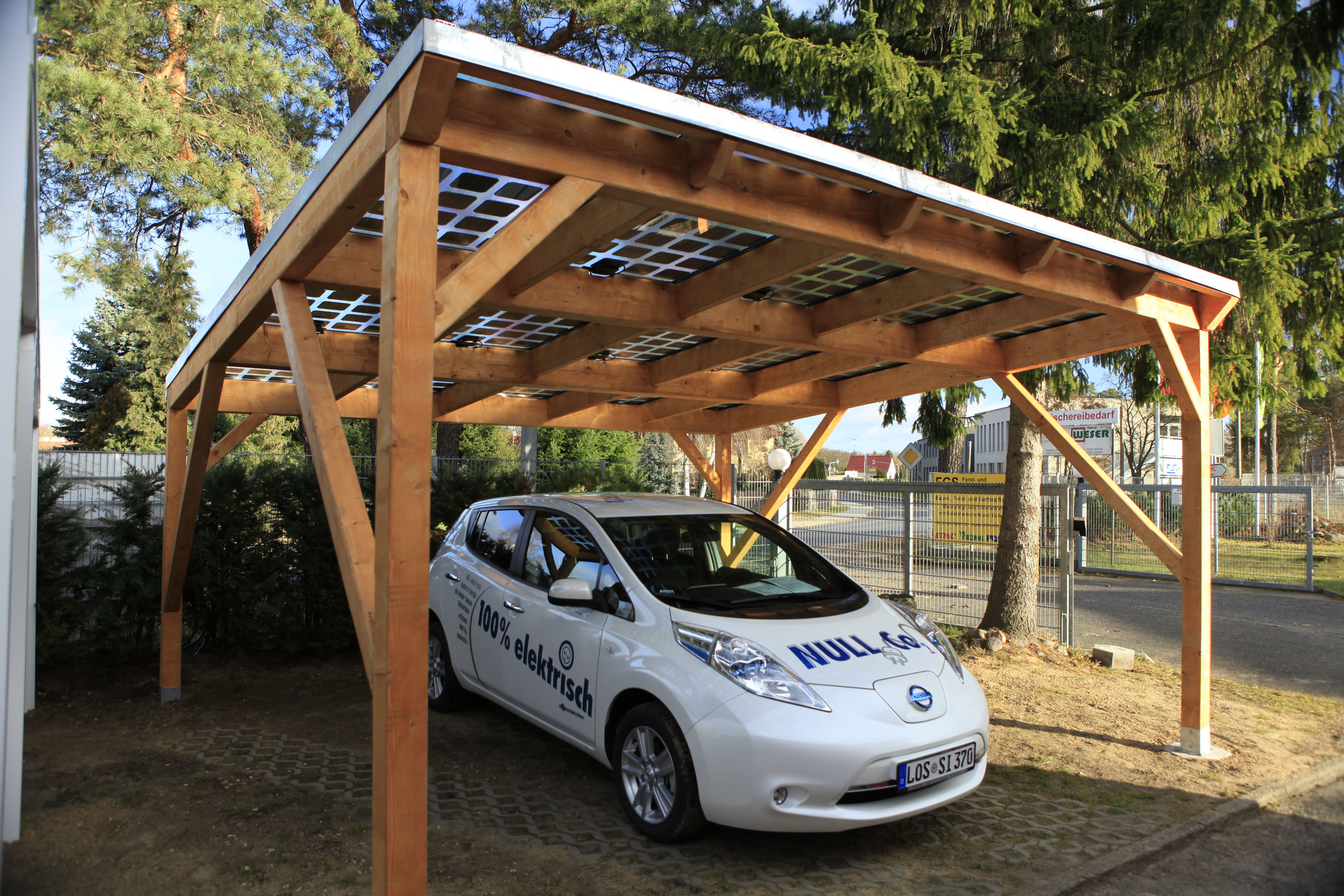 Carport with solar modules for electriccar Ein Carport
