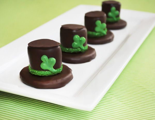 leprechaun hat s'mores, dessert, st. patrick's day, recipes, cookie, marshmallow, sweets, clover, www.sweetpeaevent.com, www.sweetpeaeventblog.com, Sweet Pea Events Wedding Planner Orlando