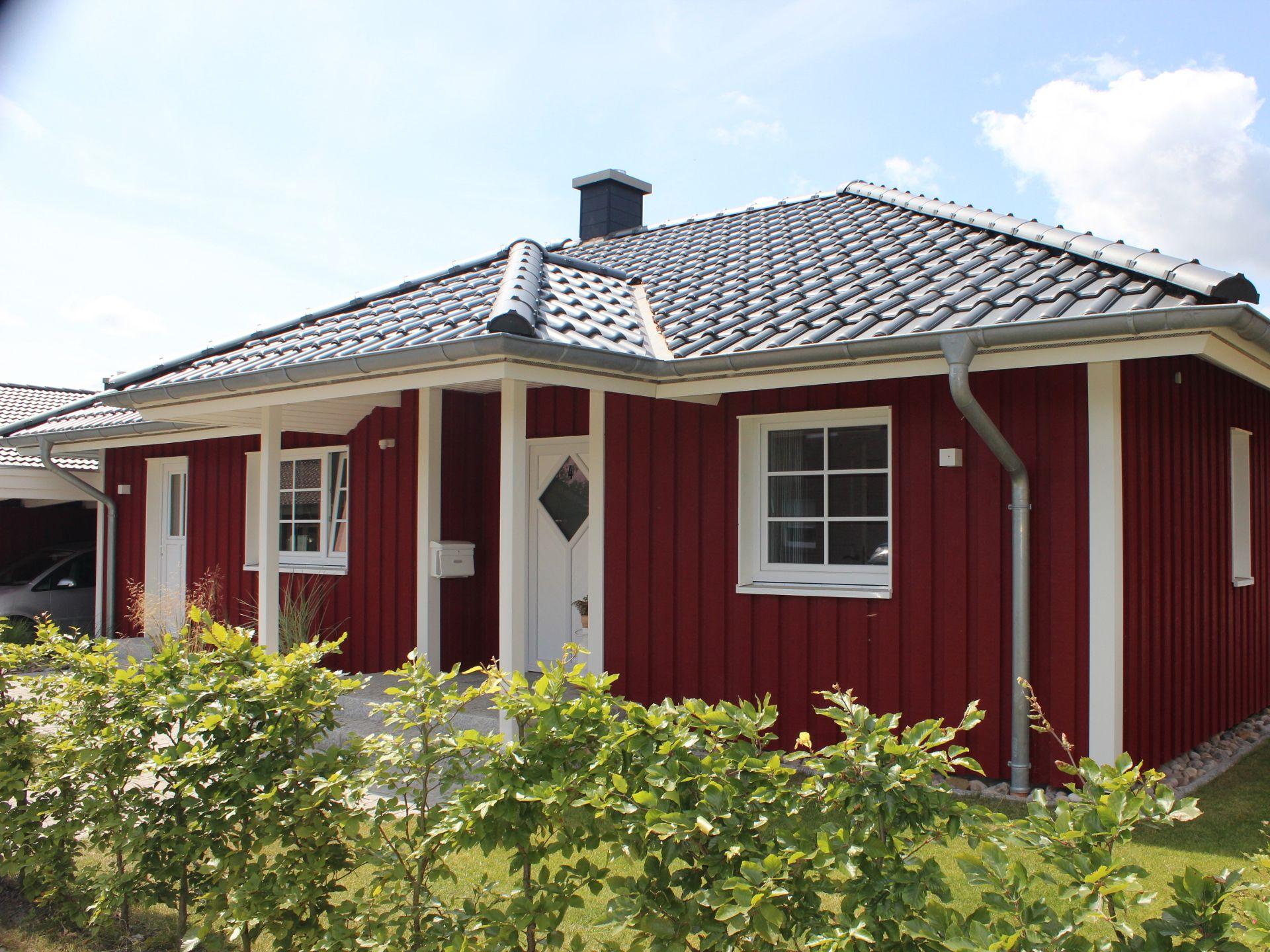 Trelleborg • schwedenhaus von fjorborg häuser • blockhaus in schwedenrot mit offener küchenlandschaft und walmdach •