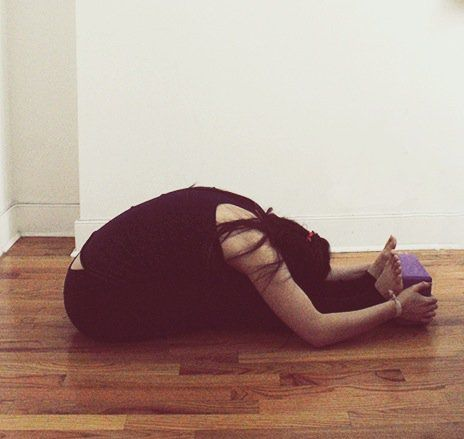 8 yoga poses to slim thighs using yoga blocks  yoga poses