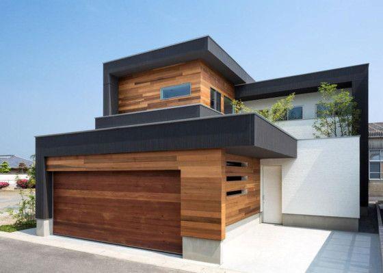 Moderna casa de dos plantas con fachada de madera e interiores que - fachada madera