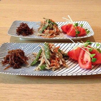 小皿に分けていた料理も、こうして先付のように一枚の皿に並べれば、一気におしゃれに。