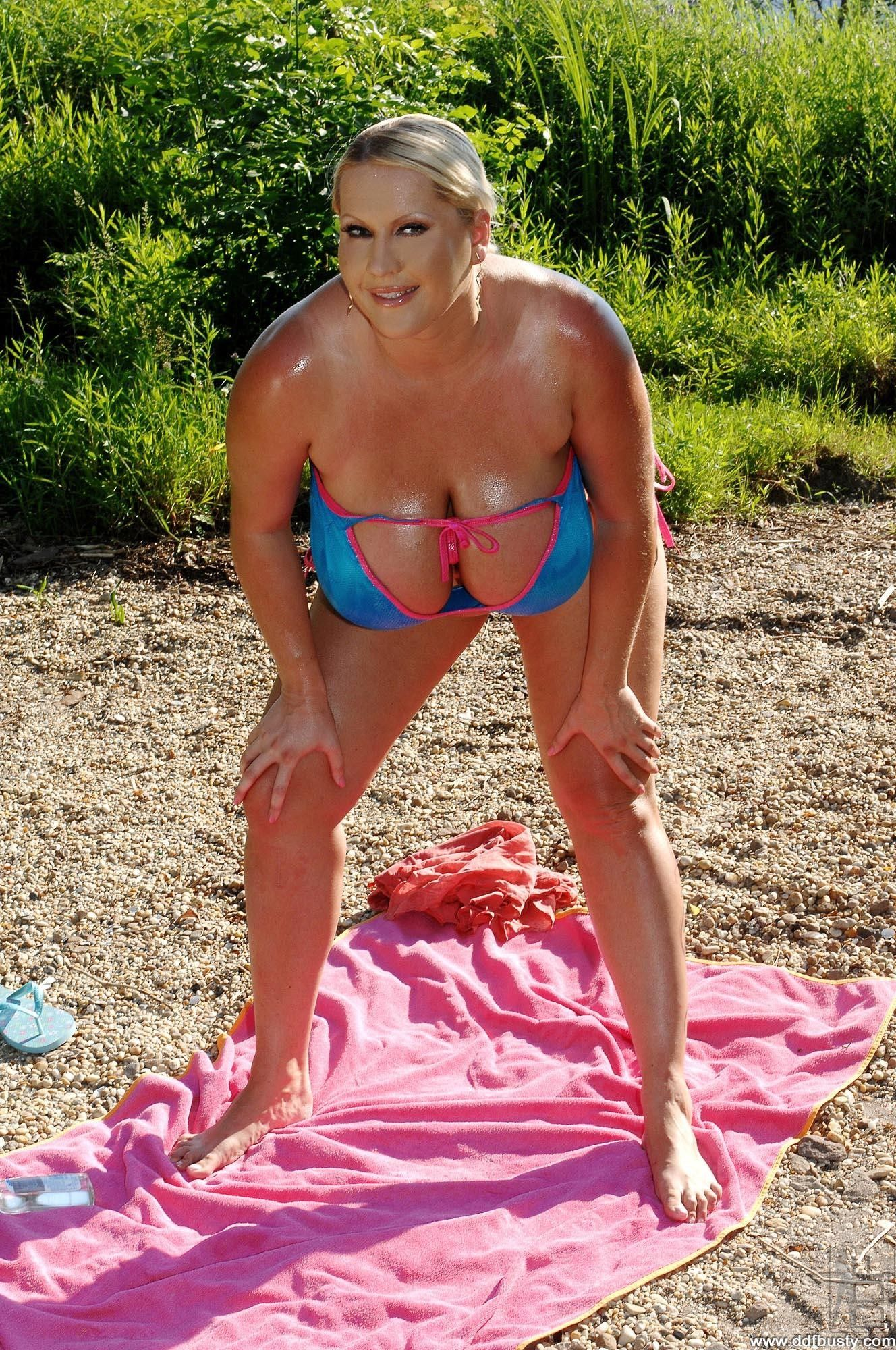Laura orsolya bikini