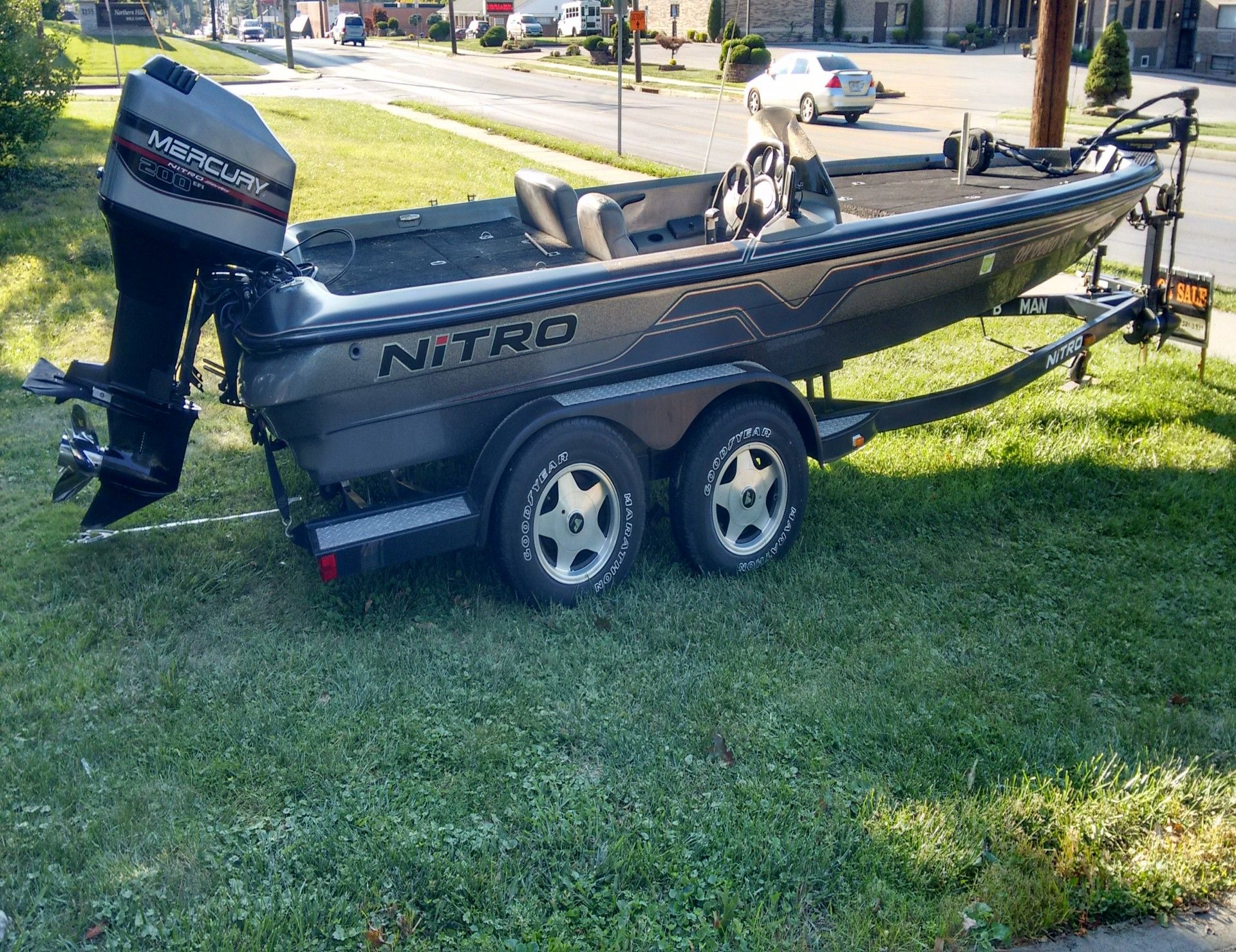 hight resolution of  200 hp mercury efi outboard 2 stroke automatic oil mix 1996 twin axle trailer with swing away tongue surge brakes engine recently serviced with