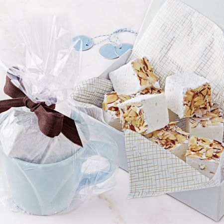 These #vanillamarshmallows are the perfect addition to a #Christmascookie plate or even to gift by themselves!