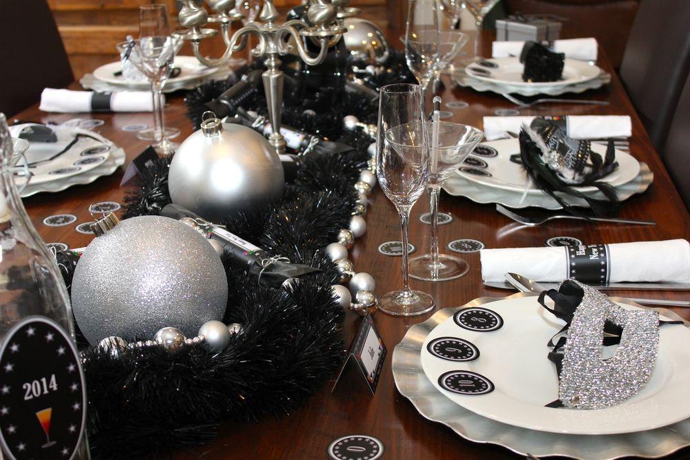 Idee für Silvesterparty: Jeder Gast bekommt Partyzubehör zum Start in die Nacht