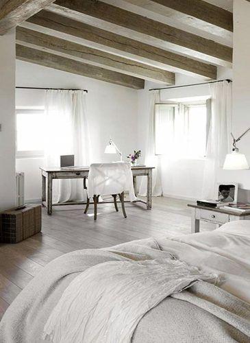 scandinavische stijl slaapkamer met bureau