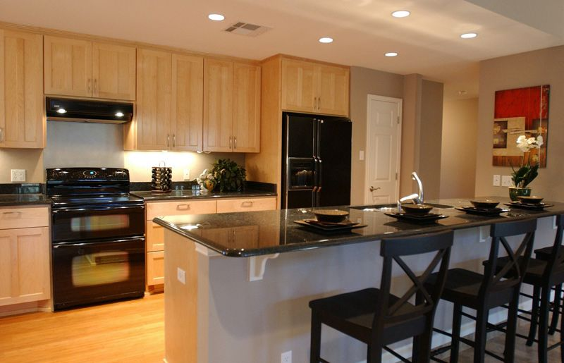 Love Love This Kitchen Color Do A Red Accent Wall In Dining Room Like The Tone Of That Wall H Kitchen Cabinet Design Granite Kitchen Table Modern Oak Kitchen