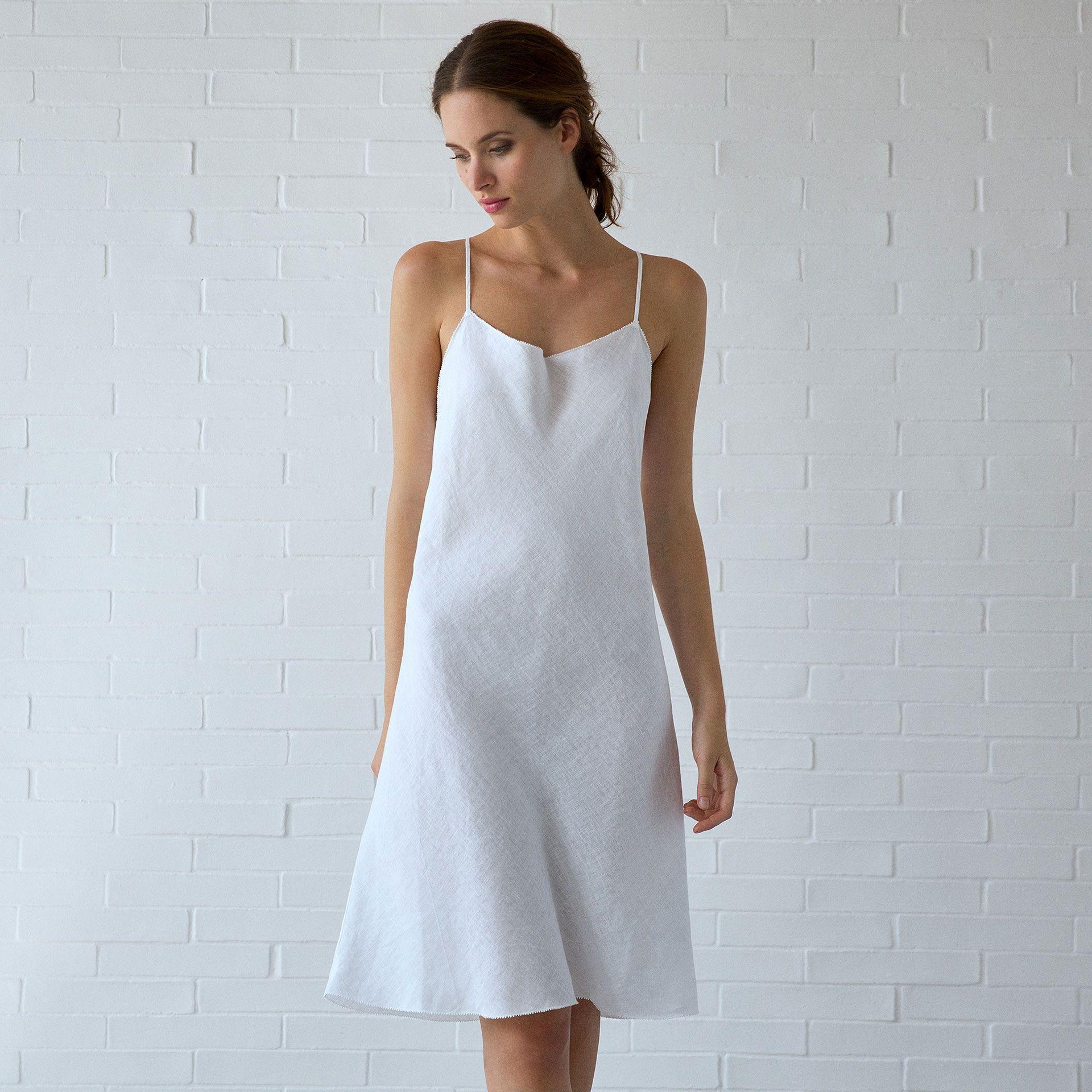 locker gestricktes nachthemd aus leinen in wei nachthemden women 39 s homewear homewear. Black Bedroom Furniture Sets. Home Design Ideas