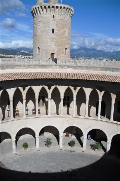Mallorca Castillo De Bellver Viajar Por Espana Lugares De