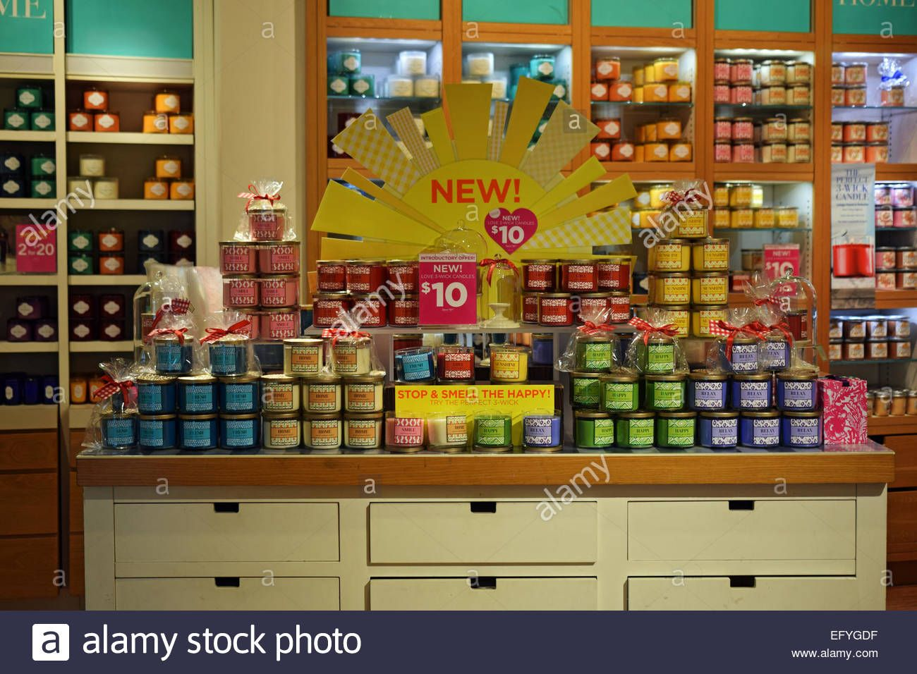 Download this stock image: Scented candles for sale at a Bath & Body ...