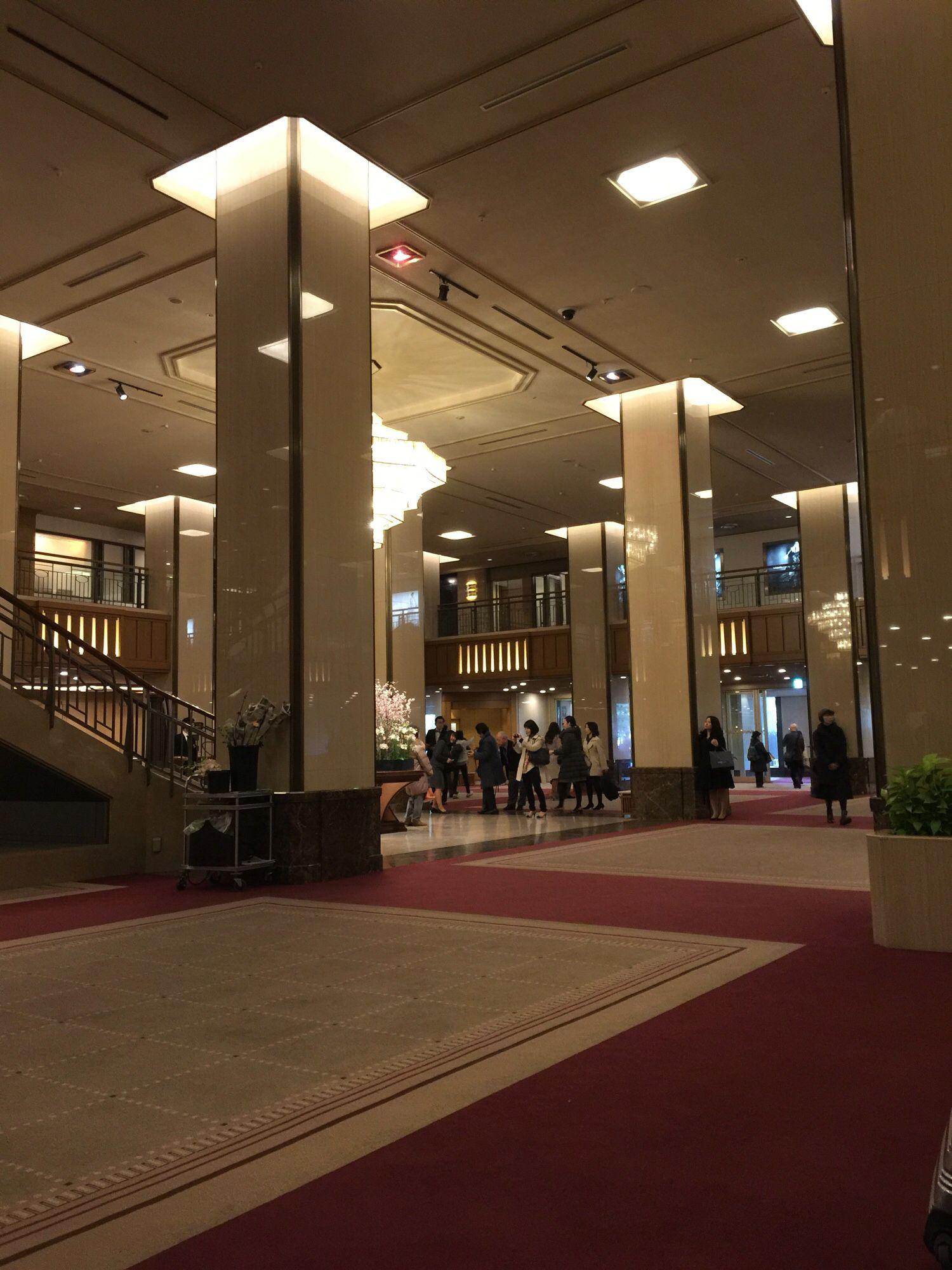 結婚式出席のために帝国ホテル 自宅から歩いて来る距離ですが礼服で歩くのが嫌で車運転してきました 大失敗でした 今日は東京マラソンの日でした ホテル前の日比谷通りは交通規制になります 大失敗 帝国ホテル ホテル
