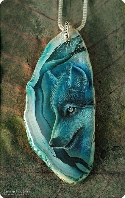 Роспись на кулонах из натуральных камней красками