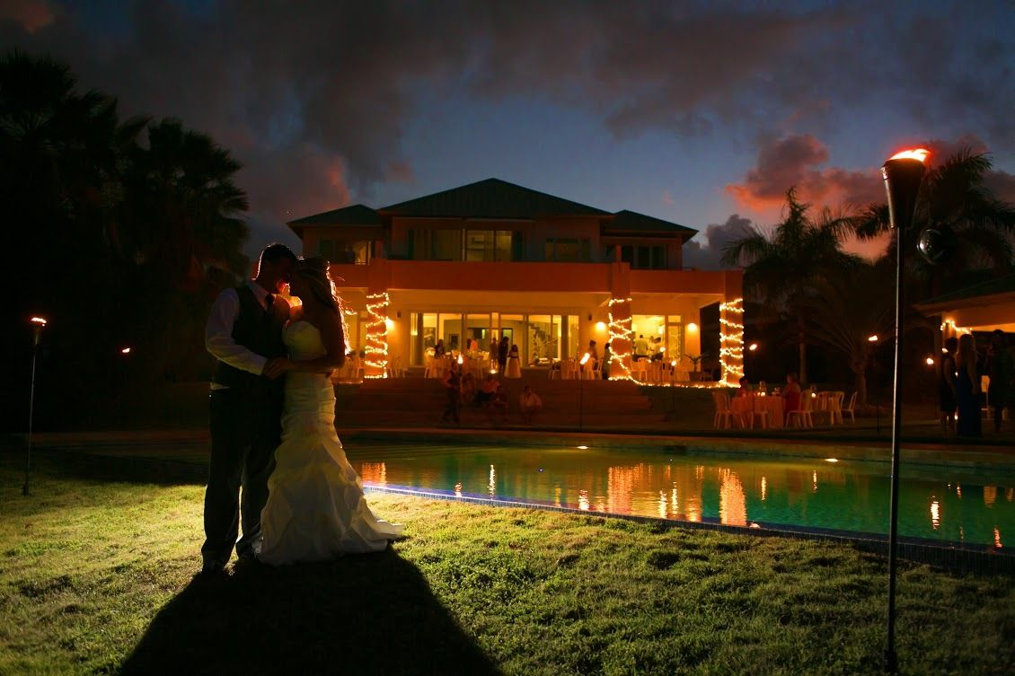 Tracy and Brian's wedding made this week's Best Real Weddings in the Huffington Post! What a beautiful shot!